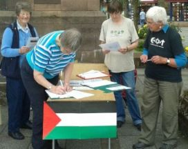 19 July 2014 – Gaza Vigil by Oban Concern for Palestine; Photo F. Usher